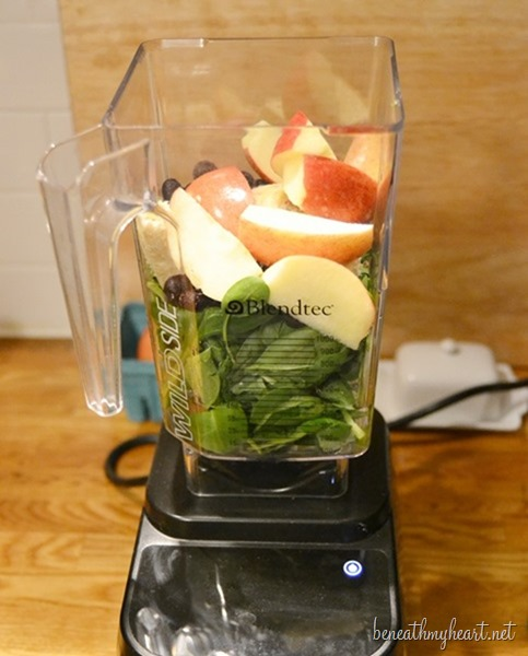 green smoothie with blendtec blender