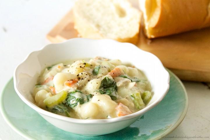 Olive Garden Chicken Gnocchi Soup {copycat}