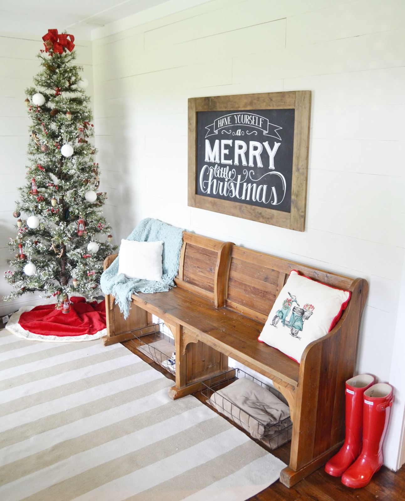 Foyer Rugs For Christmas: Our Merry Christmas Entry Way!