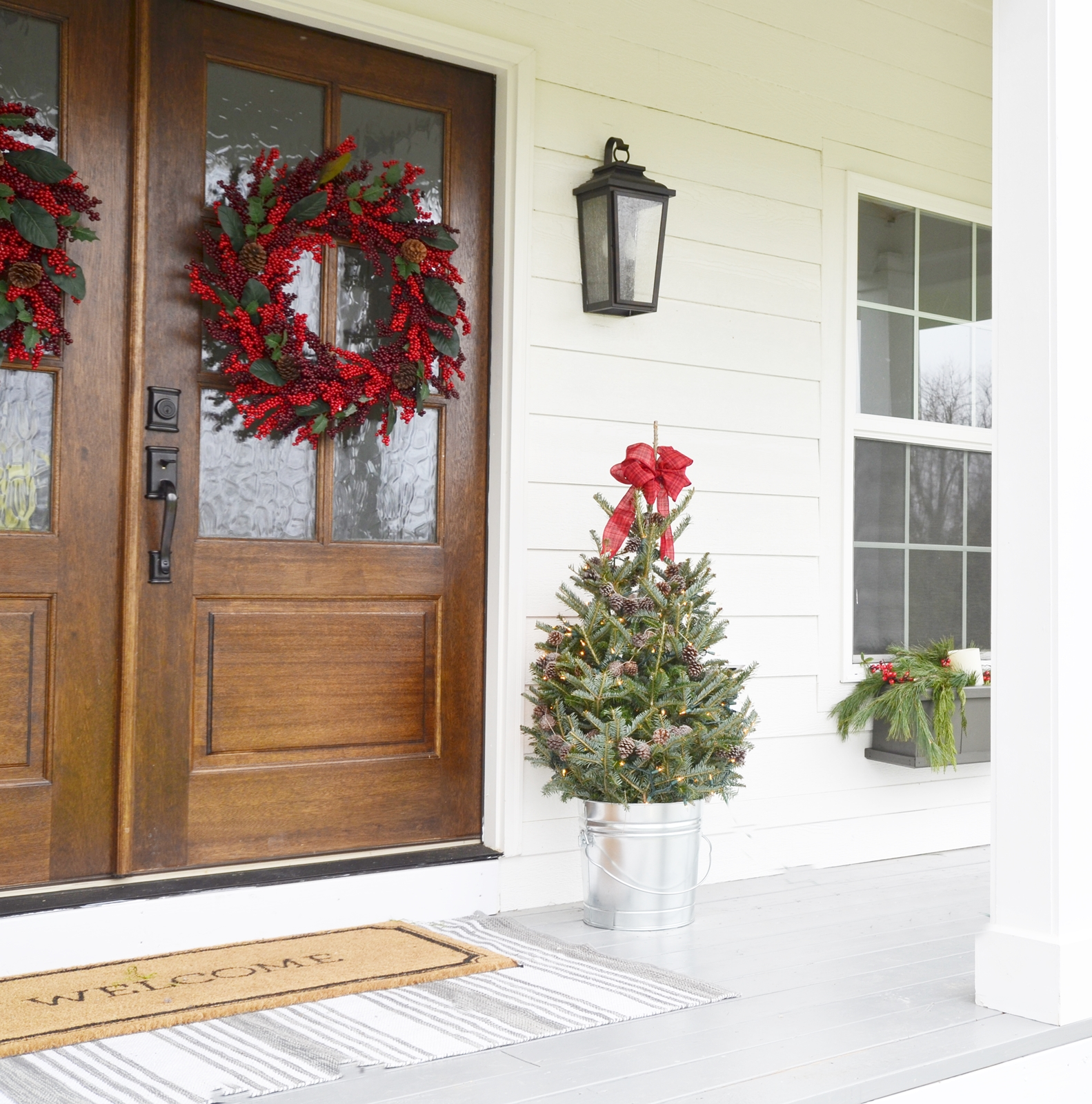 Christmas Decorating With Floodlights : Our farmhouse christmas front porch beneath my heart