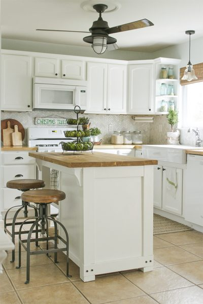 FREE Build Plans For This DIY Kitchen Island With Trash Storage || Source