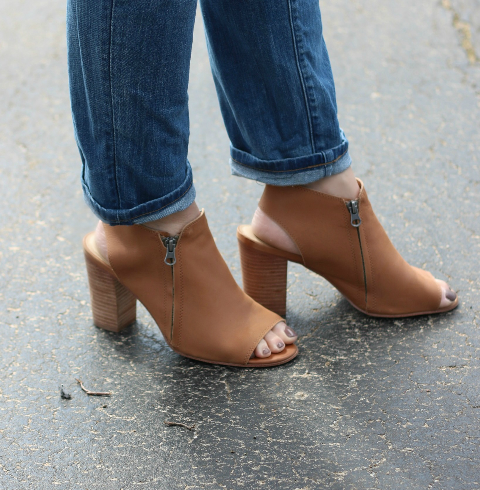 Fashion Friday!  Navy Blue & the Perfect Spring Shoe!