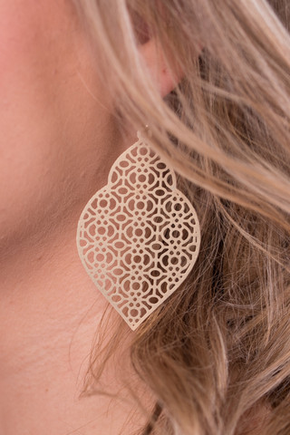 merriam-earring_matte-gold_14_1_of_1_90eb3d65-b075-46f5-a3fa-ca6ea44153e4_large