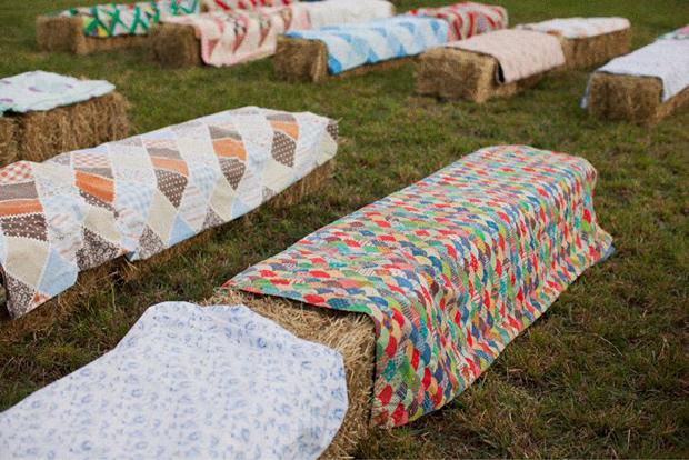 bales-of-hay-seating-wedding
