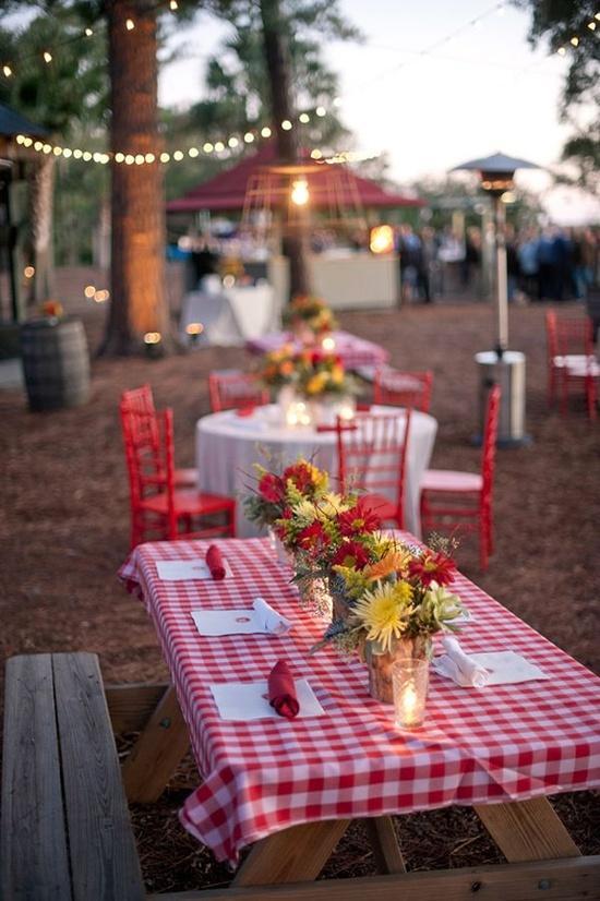 fun-summer-wedding-reception-theme-picnic-L-2Q93eD