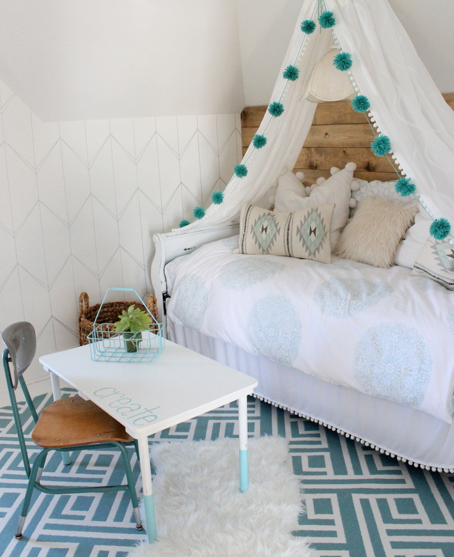 tween bedroom decorating idea diy feature wall cafemom favorite farmhouse feature beneath my 540