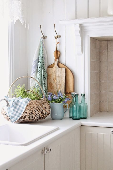 10 Farmhouse Kitchen Essentials