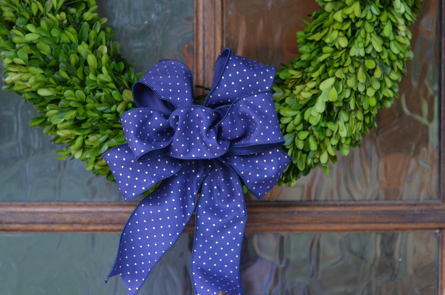 DIY Wired Ribbon Bow for your Holiday Wreaths!