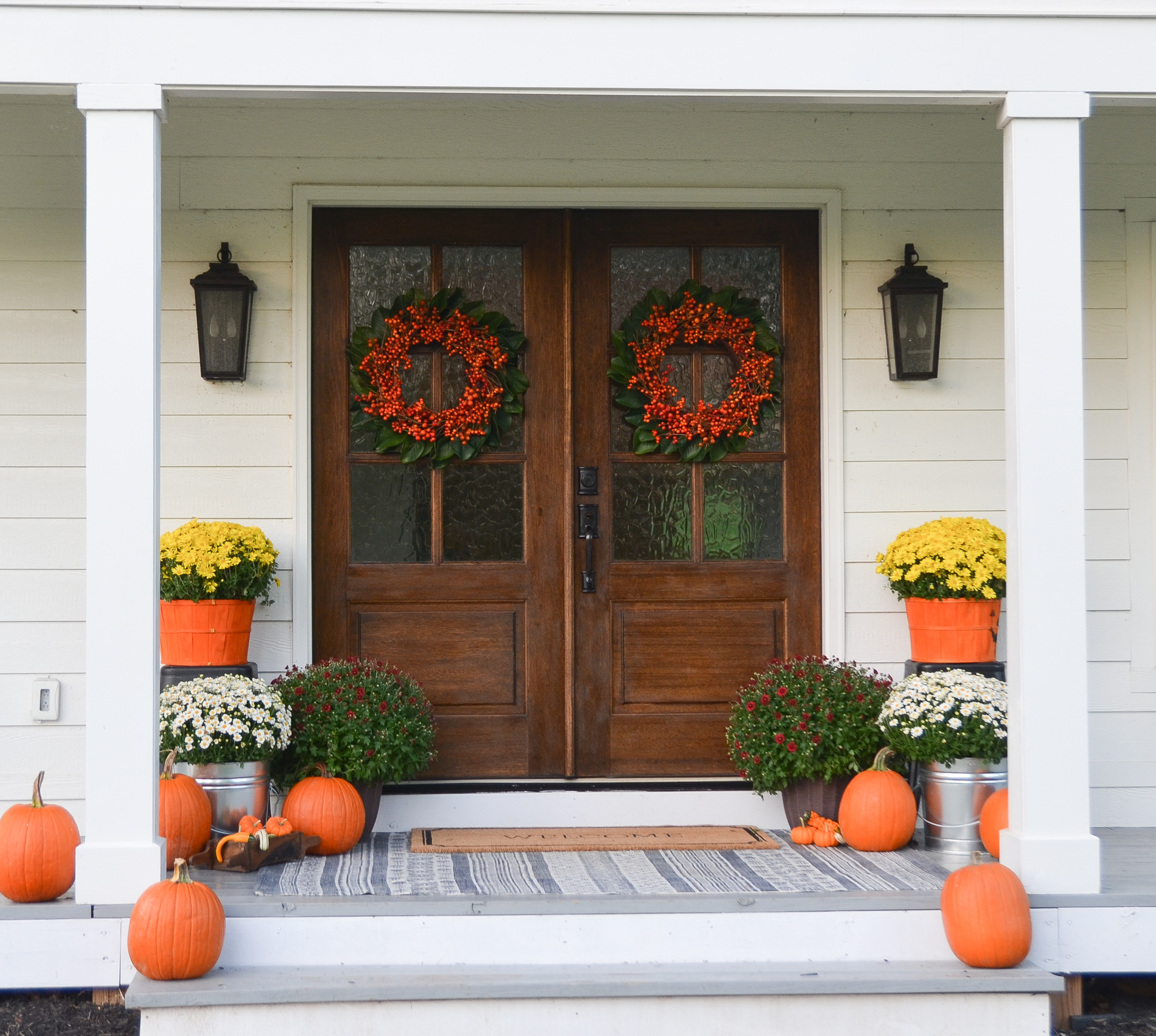 Fall farmhouse front porch beneath my heart for Farmhouse front porch pictures